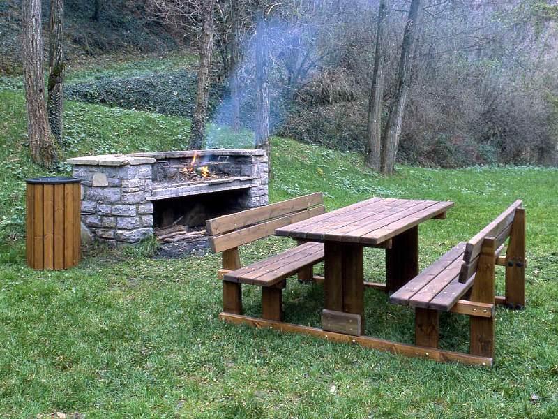 Art 202 tavolo pic nic perugia per parchi e giardini da for Panchine arredo urbano prezzi