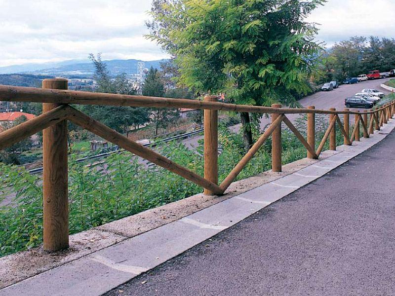 Staccionata casentino per parchi e giardini da - Staccionate in legno per giardini ...