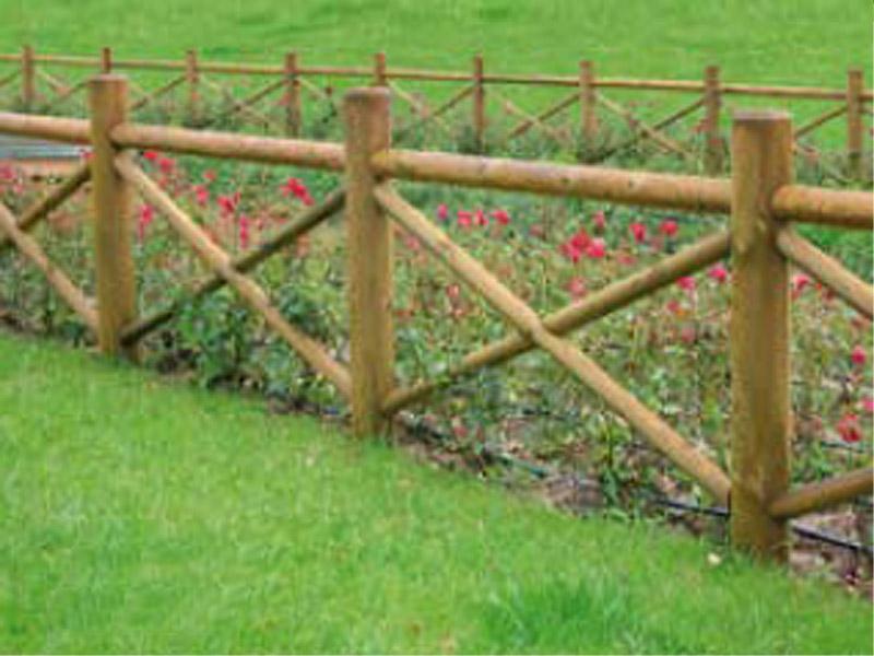 Staccionata castello con fori per parchi e - Staccionate in legno per giardini ...